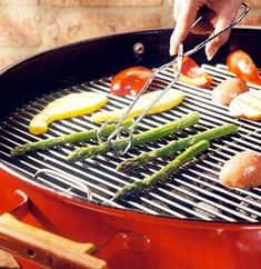Preparation tips and estimated cooking time for grilling vegetables on a gas grill.