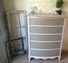 Recently hand painted in Annie Sloan Chalk Paint - Antoinette - a old fashioned color of roses and plaster.   The drawers were hand painted in Coco chalk paint - a warm greyed brown reminiscent of old French woodwork. Clear wax sealed in the finish and will protect the piece for years to come. two toned color? use on bedroom dresser?