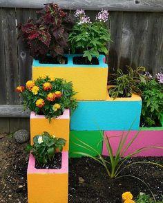 Small garden design 588423507544963142 - 111 Amazing DIY Ideas for Decorating Your Garden Uniquely Source by Frugallivingdotme Garden Yard Ideas, Garden Crafts, Diy Garden Decor, Garden Projects, Garden Decorations, Diy Crafts, Garden Tips, Outdoor Garden Decor, Balcony Garden
