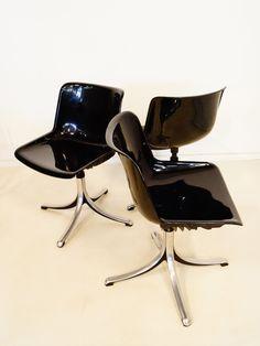 Osvaldo Borsani; #SM203 'Modus' Swivel Chairs for Tecno, 1968.