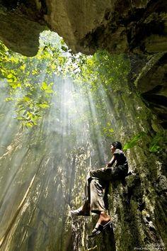 lichtrichting - denk aan meelicht , tegenlicht , zijlicht , strijklicht , door licht is er ook schaduw , die een ruimtelijke werking heeft