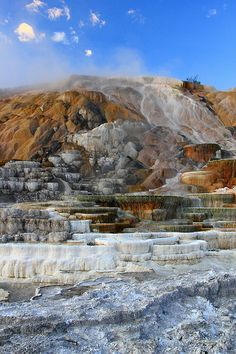 Yellowstone is a hotbed of geothermal activity. There are a number of geyser basins, as well as hot springs, mud pots and fumaroles. Parc National, National Parks, Vida Natural, Yellowstone National Park, Hot Springs, Cool Places To Visit, Beautiful Places, Travel Photography, Scenery