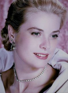 gatabella Grace Kelly Style, Princess Grace Kelly, Golden Age Of Hollywood, Classic Hollywood, Classical Hollywood Cinema, Saving Grace, Saved By Grace, China Dolls, Female Actresses