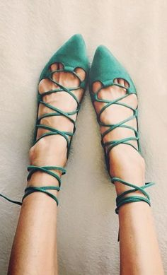 Emerald Lace-Up Flats 52 Cute Street Style Shoes and Outfits To Look Cool – Emerald Lace-Up Flats Source Cute Shoes, Me Too Shoes, Dressy Shoes, Looks Style, My Style, Over Boots, Lace Up Flats, Strappy Flats, Women's Flats