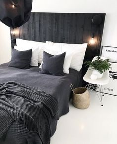 black and white cozy design bedroom | Visit www.homedesignideas.eu for more inspiring images and decor inspiration
