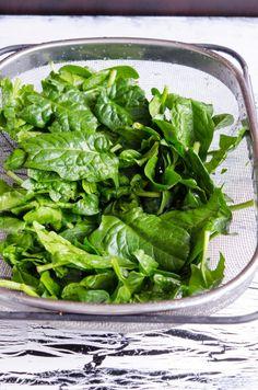 Placinta cu spanac si branza - Din secretele bucătăriei chinezești Bruschetta, Spinach, Pizza, Cooking Recipes, Vegetables, Food, Meal, Food Recipes, Chef Recipes