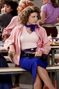 9 Fifties Fashion Trends We Love From Grease Grease Outfits, Grease Costumes, Grease Musical, Grease Movie, Marty From Grease, Pink Ladies Halloween, Couple Halloween, Grease Characters, Dinah Manoff