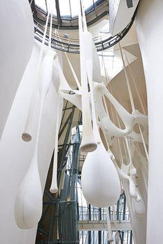 Guggenheim Bilbao Museoa | Ernesto Neto. El cuerpo que cae [Le corps] femenino (de Léviathan Thot)