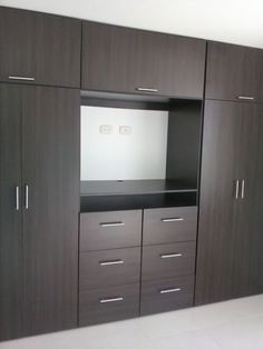 New closet de madera colores Ideas Wardrobe Door Designs, Wardrobe Design Bedroom, Tv In Bedroom, Bedroom Furniture Design, Wardrobe Closet, Closet Designs, Closet Bedroom, Bedroom Tv Unit Design, Apartment Furniture Layout