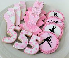 Ballet:  zapatillas  y tutu  en galleta, personalizadas. www.regalosamer.com.mx