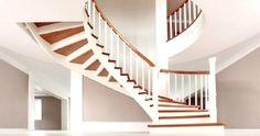 Konstrukcje zabiegowe i wachlarzowe spotyka się dziś w domach najczęściej #schodyklasyczne #schodydrewniane