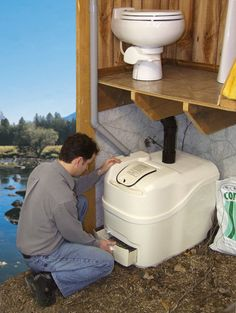 high end composting toilets can have normal looking bowls with full-flush. Composting unit is built into cabin/tent design and hidden. Could save big on not having to put in lots of septics Compost Toilet Diy, Composting Process, Composting 101, Compost Bucket, Outdoor Toilet, Traditional Toilets, Sewage System, Bokashi, Outdoor Bathrooms