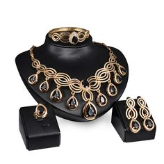 2017 Women Black Crystal Jewelry Set Luxury Gold Plated Nigerian Wedding African Beads Jewelry Set Costume Design Free Gift Box