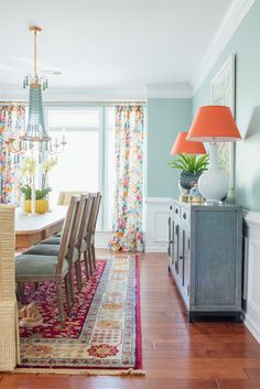 Traditional Dining Room with a Twist Traditionelles Esszimmer mit einem Twist – Amanda Louise Interiors Dining Room Colors, Dining Room Design, Dining Room Decorating, Turquoise Dining Room, Orange Dining Room, Area Rug Dining Room, Room Wall Colors, Design Room, Room Rugs