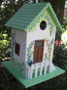 Forrest Hidden Cottage Birdhouse is a cute get away cottage. Hanging Wren House is designed to for House Wrens. Decorative Bird Houses, Bird Houses Painted, Bird Houses Diy, Painted Cottage, Fairy Houses, Painted Birdhouses, Unique Birdhouses, Bird House Plans, Bird House Kits