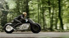 Rimane in equilibrio da sola, non ha sterzo ma il telaio flessibile ed è elettrica: così saranno le moto di domani. Peccato le foto della motociclista senza casco... Video - Video su strada - Foto