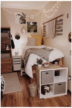 Cozy Dorm Room, Cute Dorm Rooms, Preppy Dorm Room, Dorm Room Closet, Dorm Room Storage, College Bedroom Decor, Room Ideas Bedroom, Girl Dorm Decor, Dorm Room Decorations