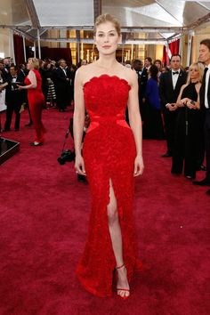 Rosamund Pike in Givenchy Haute Couture at The Oscars 2015