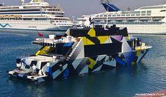 jeff-koons-razzle-dazzle-boat