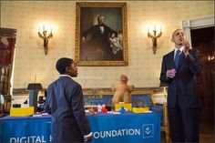 Obama tests out Jacob Leggette's printed bubble wand at the sixth annual White House Science Fair Science Fair, Science For Kids, Education Week, 9 Year Olds, Digital Media, Obama, 3d Printing, Appreciation, Bubbles