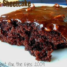 Texas Sheetcake aka The Pioneer Woman& Best Ever Chocolate Sheet Cake by Foodiewife F - Key Ingredient Just Desserts, Delicious Desserts, Dessert Recipes, Yummy Food, The Pioneer Woman, Pioneer Women, Key Food, Sheet Cake Recipes, Best Chocolate