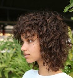 Beste Frisuren mit Pony Curly Bangs, Curly Hair Cuts, Curly Shag Haircut, Curly Hair Fringe, Modern Shag Haircut, Short Shag Haircuts, Girls With Curly Hair, Short Curly Hair, Curly Hair Styles