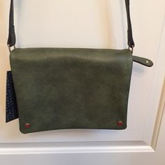 Street level olive green cross body bag Still has tag! Never used cute cross body bag. Has multiple compartments with zippers inside and on back. Would be great for traveling✈️ Street level Bags Crossbody Bags