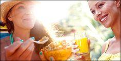 """Os nutrientes que são fundamentais para a vida saudável das mulheres. Da idade fértil à menopausa, a alimentação """"delas"""" deve ter vitamina B9,  ferro, fibras, cálcio e soja. Importante reduzir sal, açúcar, álcool e frituras"""