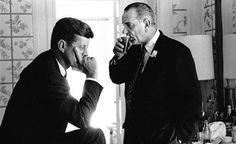 1960. Juillet. Sans doute le 14. Kennedy and Johnson at the Democratic convention. Par Jacques Lowe