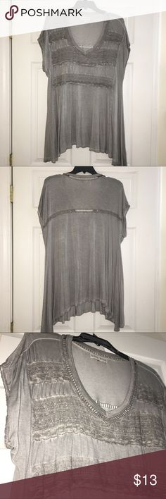 ✨ LIKE NEW Gray Trapeze Shirt ✨ 🌟 PLEASE REFER TO THE PICTURES, LET ME KNOW IF YOU HAVE ANY QUESTIONS & OFFERS WANTED! ❤️💋 Knox Rose  Tops Tunics