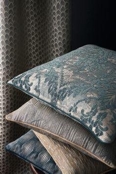 Modern Throw Pillows, Sofa Pillows, Contemporary Cushions, Luxury Cushions, Pillow Fabric, Decorative Cushions, Cool Rooms, Soft Furnishings, Decoration