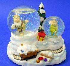 Disney Princess Musical Snow Globe Snow White Elves Christmas Dwarf Trees Snow