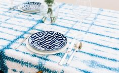 Shibori Dyed Tablecloth 10 Beautiful DIY Projects To Step Up Any Dinner Party Shibori, Holiday Party Themes, Party Ideas, Theme Parties, Dinner Party Games, Dinner Parties, Arts And Crafts, Diy Crafts, Textiles