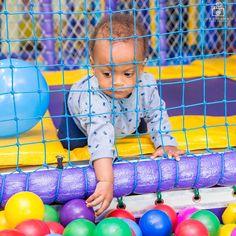 @ipecaramelo Muita concentração para tentar pegar a bolinha! #aniversario #aniversarioinfantil #aniversário #niver #parabens #parabéns #felizaniversario #diadefesta #festinha #umano #criancas #crianca #menino #fotografiacomamor #bebê