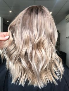 This bleach white summer fall champagne bronde is perfect ❤️