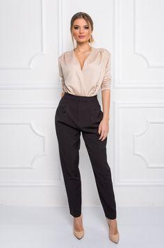Slim nohavice s vysokým pásom, s možnosťou rozopnutia na zips v zadnej časti. Vhodné k blúzke, tričku, body.