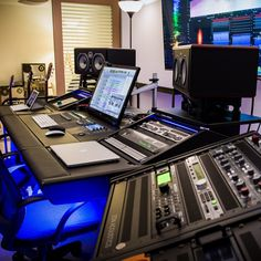 Deco Studio, Studio Desk, Studio Furniture, Studio Setup, Music Recording Studio, Music Studio Room, Recording Studio Design, Studio Musica, Editing Suite