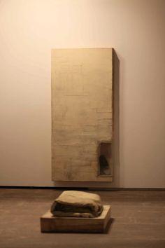 Vista de la exposición. Casal Solleric. Palma 2013. En primer término When We Sleep. LAWRENCE CARROLL. Born 1954 in Melbourne.