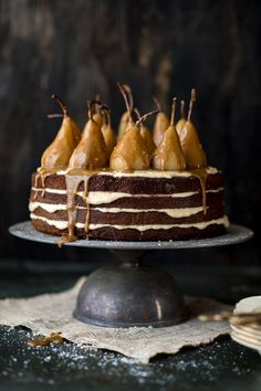 Pear cake with a caramel drip Sweet Recipes, Cake Recipes, Dessert Recipes, Slow Cooker Desserts, Food Cakes, Cupcake Cakes, Cupcakes, Bolos Naked Cake, Let Them Eat Cake