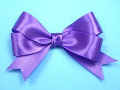 how to make bow Ribbon Hair Bows, Diy Hair Bows, Bow Hair Clips, Diy Bow, Ribbon Bow Tutorial, Hair Bow Tutorial, Gift Wrapping Bows, Handmade Christmas Decorations, Kanzashi Flowers