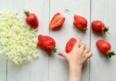 Kids-cooks-composts: Holunderblüten-Erdbeer-Smoothie Cooking With Kids, Vegan, Strawberry, Fruit, Drinks, Food, Buckwheat Cake, Cherries, Almond Milk