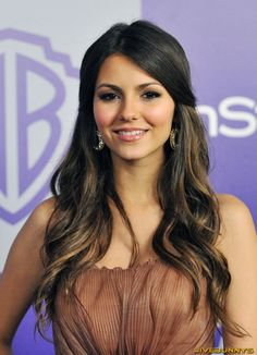 Victoria Justice - Inspiration for Elle Bennet? Messy Hairstyles, Pretty Hairstyles, Wedding Hairstyles, Hair Dos, My Hair, Victoria Justice Hair, Natural Hair Styles, Long Hair Styles, Hair Inspiration