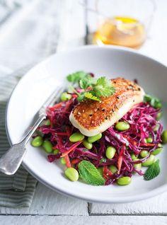 Ricardo& recipe: Cabbage, Edamame and Grilled Halloumi Salad Grilled Halloumi, Cheese Recipes, Salad Recipes, Chicken Recipes, Ricardo Recipe, Vegetarian Recipes, Healthy Recipes, Vegetarian Kids, Salads