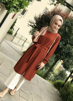 Chic Ways to Wear Tunic For Hijab Outfit - Hijab-s. - Chic Ways to Wear Tunic For Hijab Outfit – Hijab-s… – Modern Hijab Fashion, Street Hijab Fashion, Hijab Fashion Inspiration, Islamic Fashion, Fashion Mode, Muslim Fashion, Mode Inspiration, Modest Fashion, Fashion Outfits