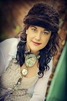 Susan Lenart Kazmer is one of the great organic art jewelry designers. Jewelry Crafts, Jewelry Art, Fashion Jewelry, Jewelry Design, Textile Jewelry, Boho Jewelry, Rustic Jewelry, Handmade Jewelry, Found Object Jewelry