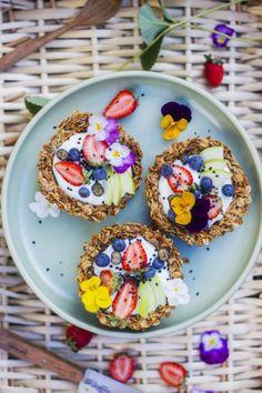 Granola breakfast tart stole my heart. Think Food, Love Food, Eat Fruit, Fruit Drinks, Smoothie Drinks, Fruit Cups, Fruit Smoothies, Detox Drinks, Food Inspiration