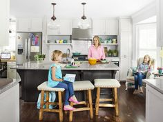 Like plenty of families with full throttle lives, Sarah and Steve Hyser needed the kitchen in their 1980 Federal-style home in Atlanta to handle more than just meals—a lot more. With two busy daughters—Molly, 12, and Meg, 8, who are constantly racing off to gymnastics, soccer, or ukulele lessons—and Sarah's position as PTA president, the room needed to be a multitasking dynamo.