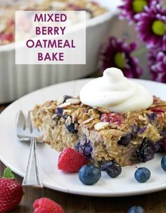 Mixed Berry Oatmeal Bake - an easy summer breakfast that will feed a crowd! Plus it's a great way to meal prep with all those beautiful summer berries. The Oatmeal, Oatmeal Muffins, Best Oatmeal, Baked Oatmeal, Baked Oats, Pumpkin Oatmeal, Skippy Natural Peanut Butter, Breakfast For A Crowd, Breakfast Ideas