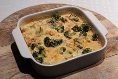 Het is weer tijd voor een koolhydraatarme ovenschotel! Dit keer heb ik gekozen om een koolhydraatarme ovenschotel met broccoli en kip te maken. In plaats van aardappelen heb ik een roomsaus gebruikt om zo toch een dikkere structuur te creëren.