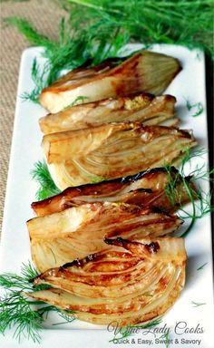 Balsamic Braised Fennel is a delicious side dish to add to any meal. You can make braised fennel for appetizers, add it to a party buffet table or Holidays Side Dish Recipes, Veggie Recipes, Vegetarian Recipes, Cooking Recipes, Healthy Recipes, Vegetarian Italian, Garden Vegetable Recipes, Clean Eating Snacks, Healthy Eating